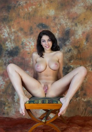 Young Pussy Porn Pics